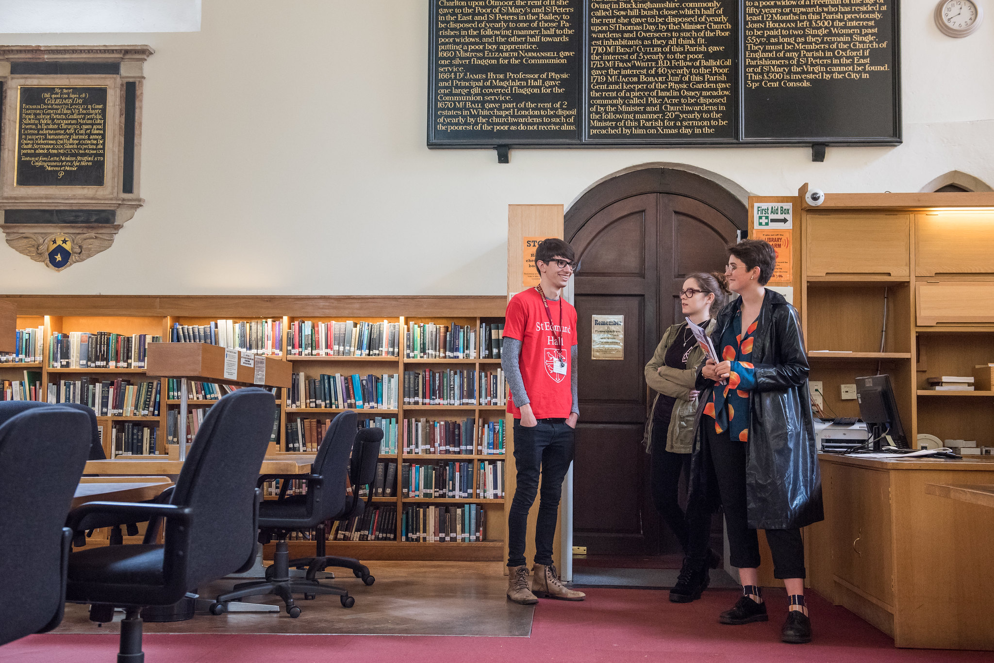Prospective student and parent being shown St Edmund Hall library.