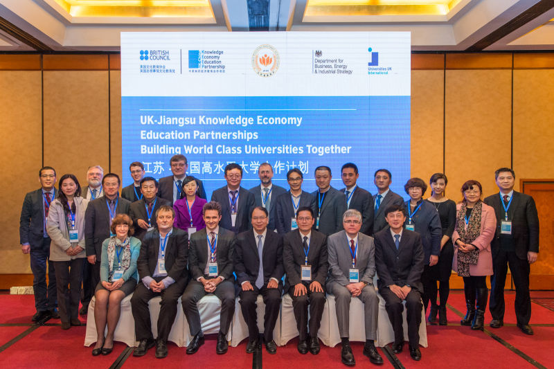 Oxford University leaders negotiate innovation community research partnerships in China