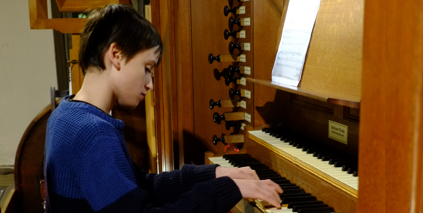 Schoolboy wins scholarship to become youngest person to play the organ at an Oxford college