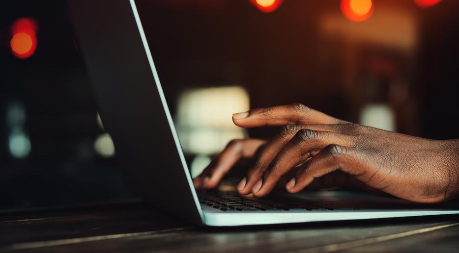 Mapping online hate speech