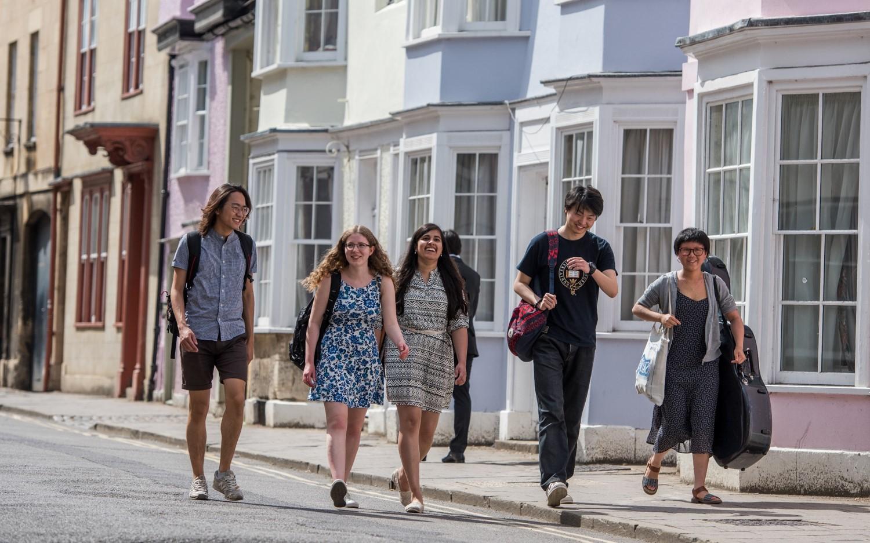 Students walking through Oxford