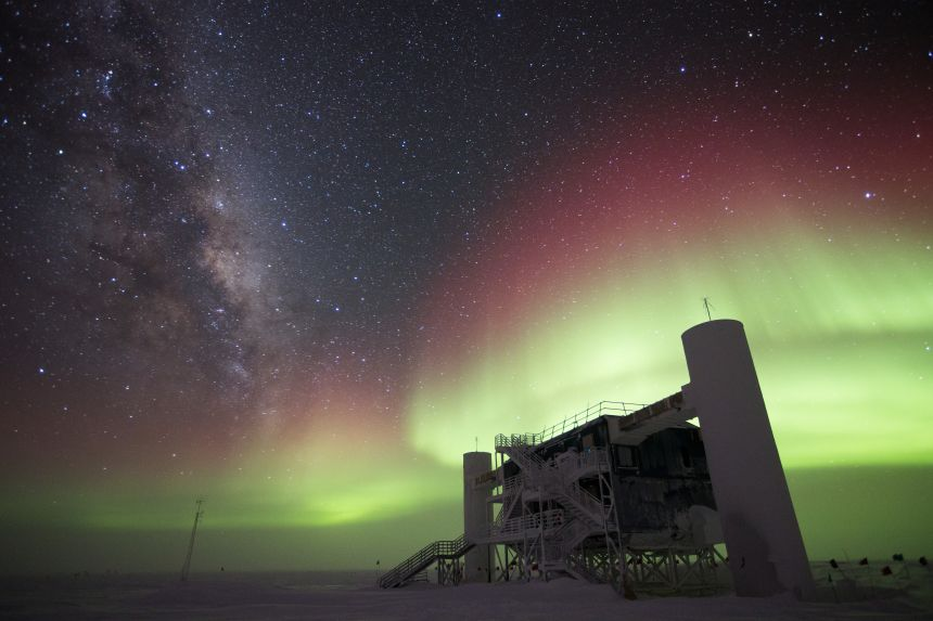 The IceCube Lab with Milky Way and aurora australis, July 2014