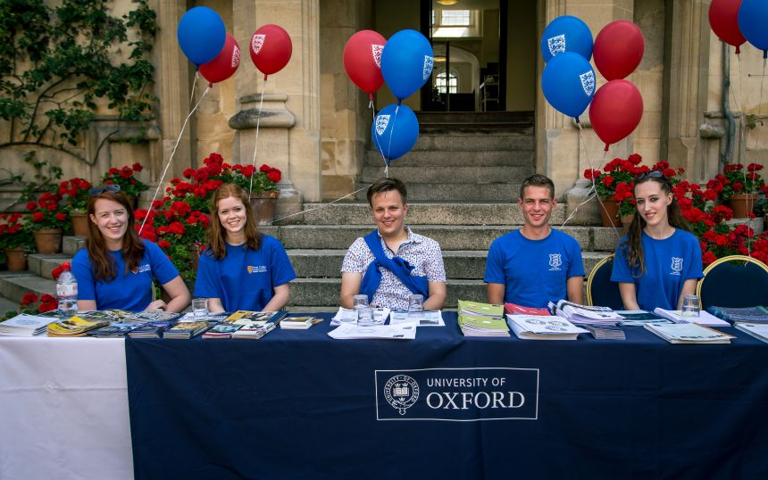 Student helpers at Oriel College