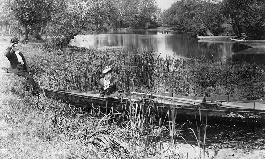 Two ladies with their boat by the bank on the River Thames at Iffley, 1880-99