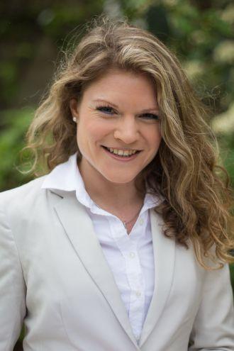 Dr Annette Idler
