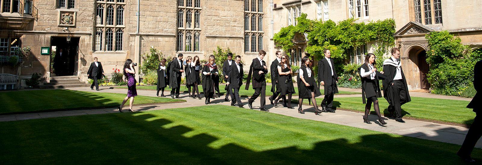 Students in Jesus College