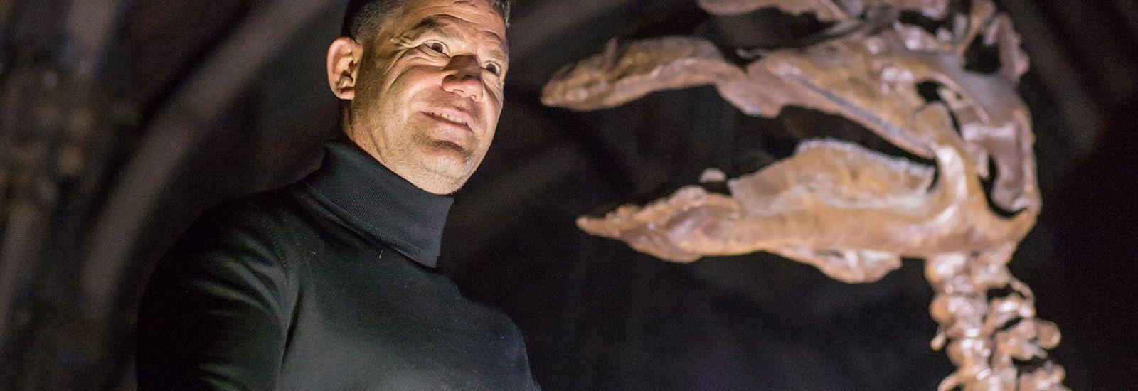Steve Backshall and dinosaur skeleton