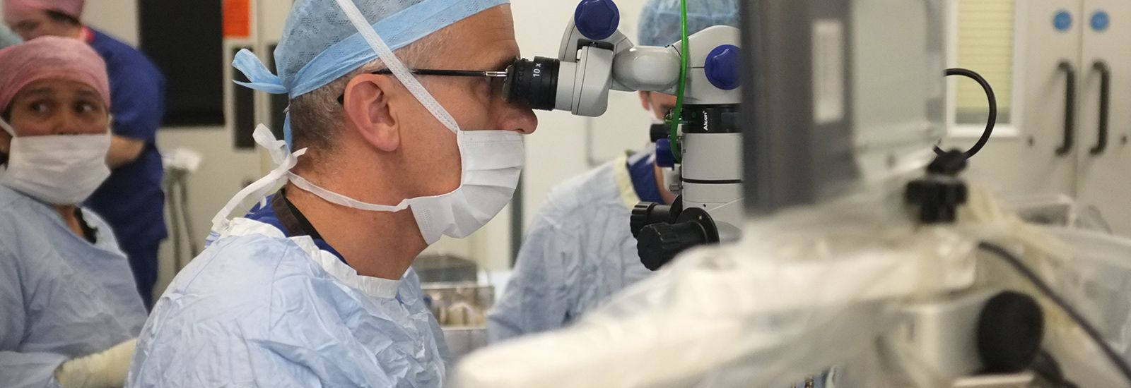 Robot-assisted eye surgery