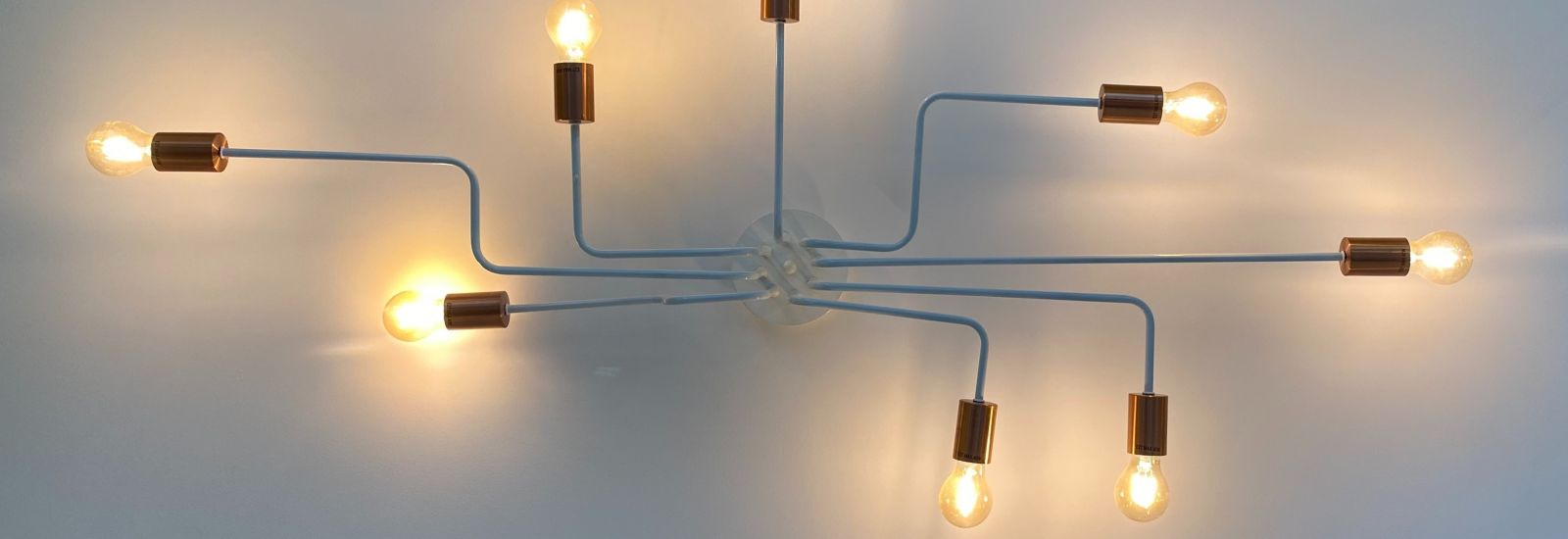 Eight lights bulbs connected from the same power source spread out in different directions