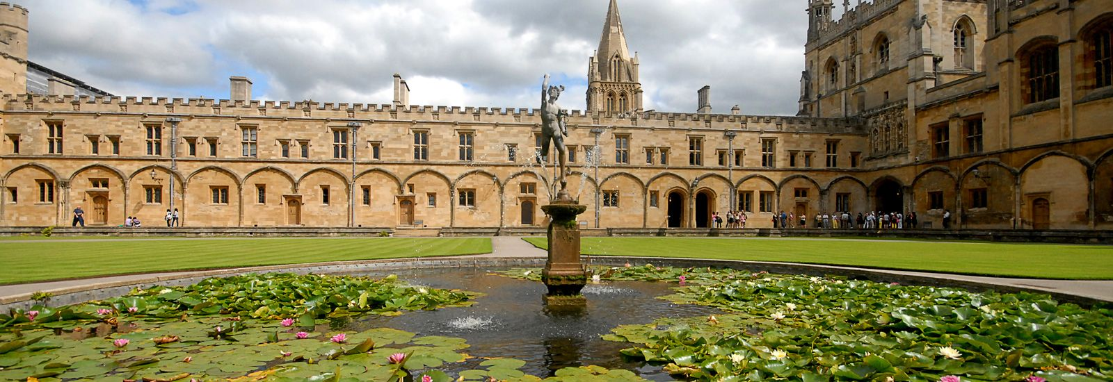 Fountain and pond in the main quad of Christ Church