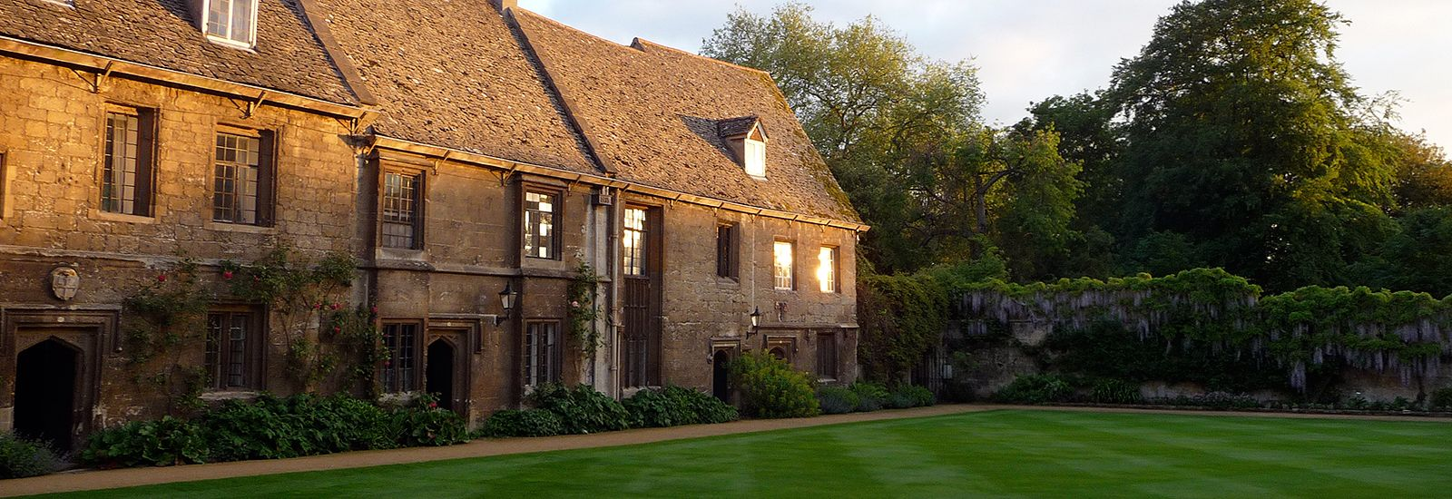 A quad and buildings in Worcester College at sunset