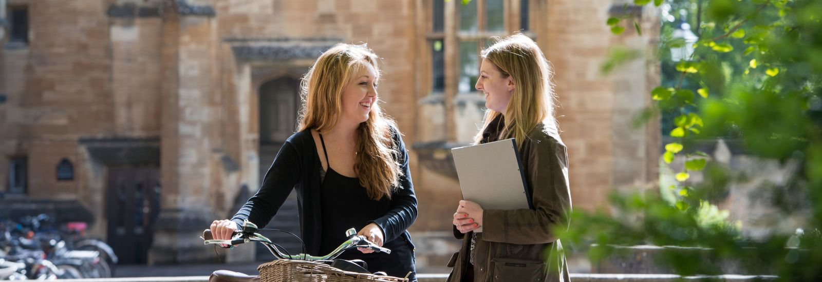 New students chatting in Holywell Quad
