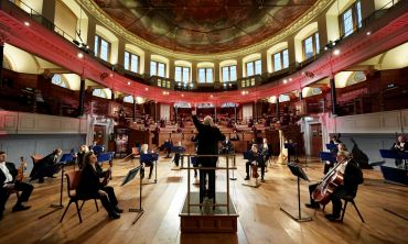 Image of Oxford Philharmonic Orchestra performing a tribute concert at the Sheldonian for the Oxford vaccine team