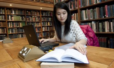 Student working in the library at Somerville College