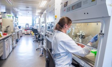 Photo | Researcher working on vaccine in the lab