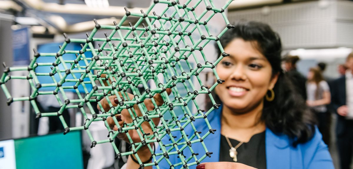 Shazeaa Ishmael, a Diamond CDT (Centre for Doctoral Training) student working within the NQIT programme