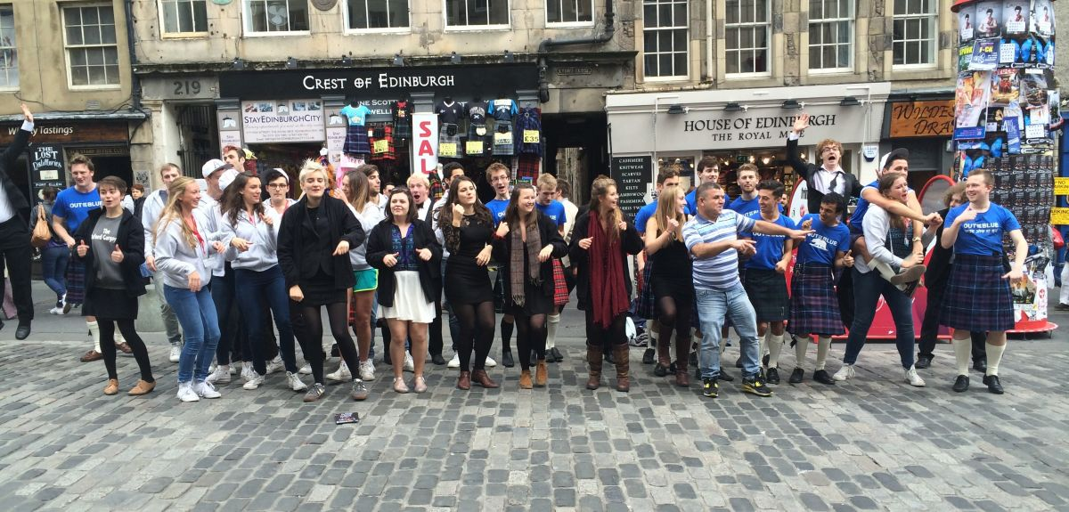 All a cappella singers on the Royal Mile joined together for an impromptu performance