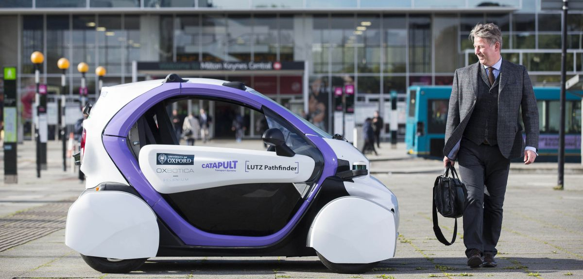 Self-driving pod