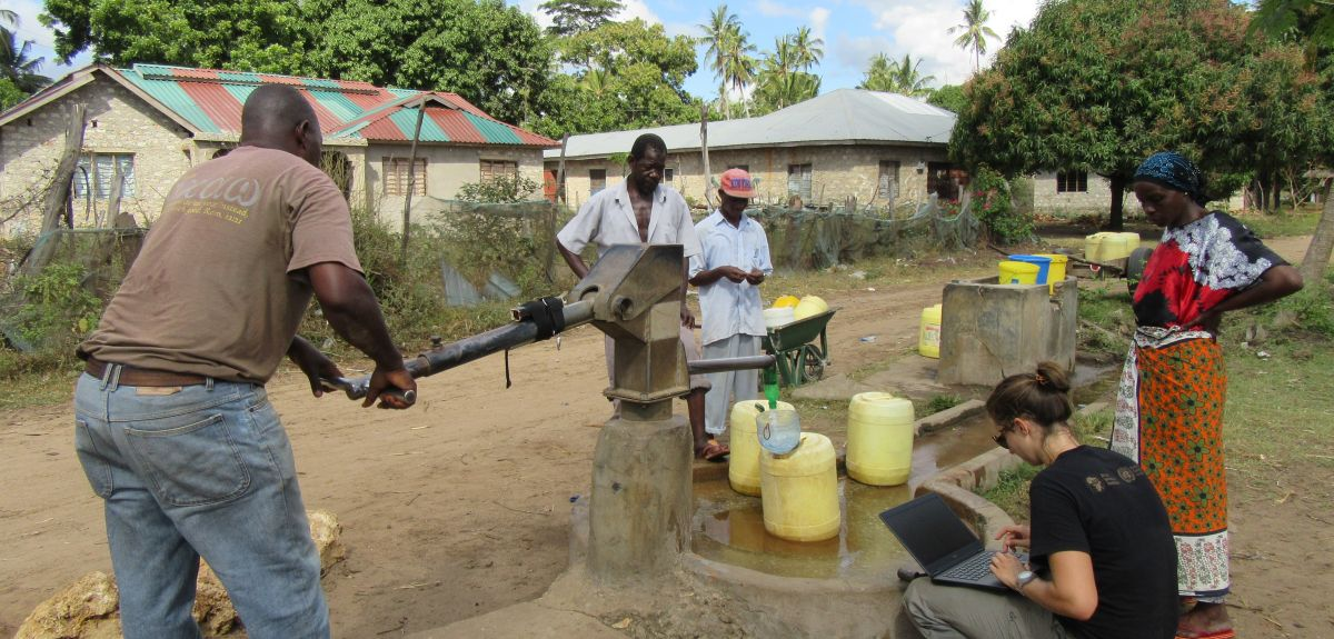 Analysing the handpump vibrations provide clues to groundwater level