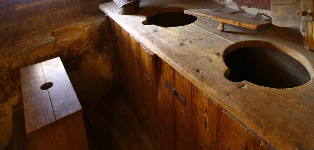 Reconstruction of a medieval latrine