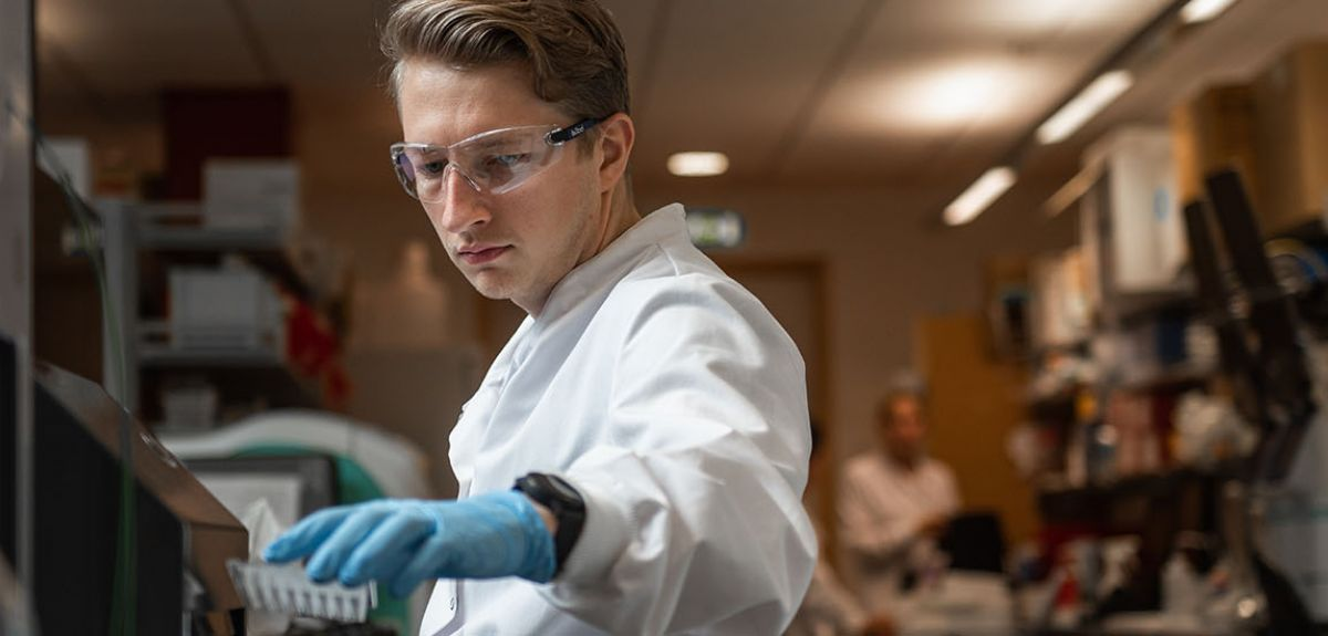 Researcher at Oxford's Jenner Institute works in a laboratory.
