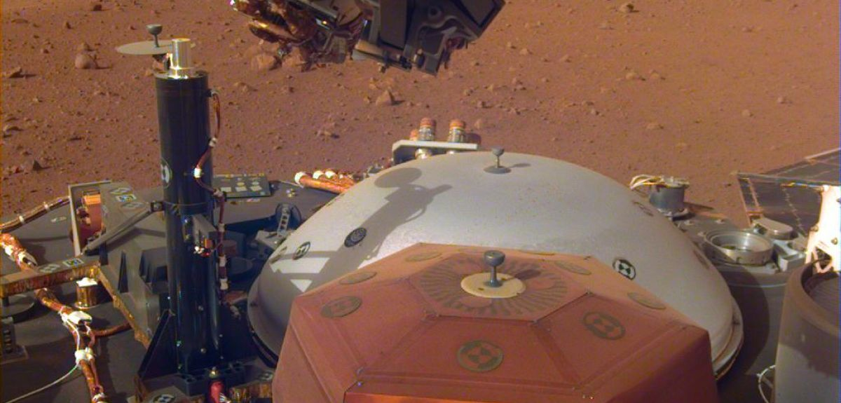 Instruments on InSight's spacecraft deck