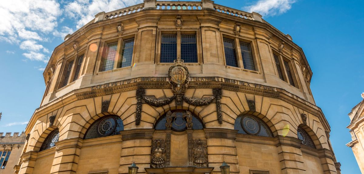 Image of the front of the Sheldonian Theatre in Oxford