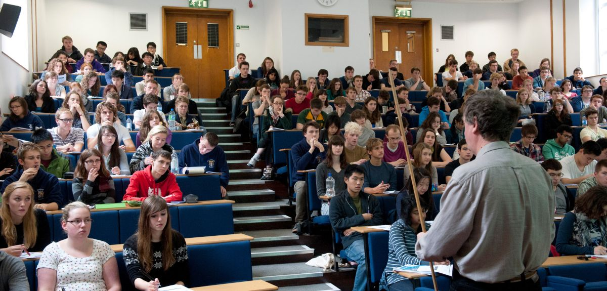 39 members of the university were recognised for their excellent contributions to teaching.