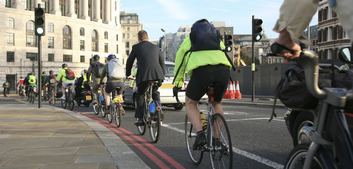 active mobility significantly lower carbon footprints, even in urban European contexts with a high incidence of walking and cycling