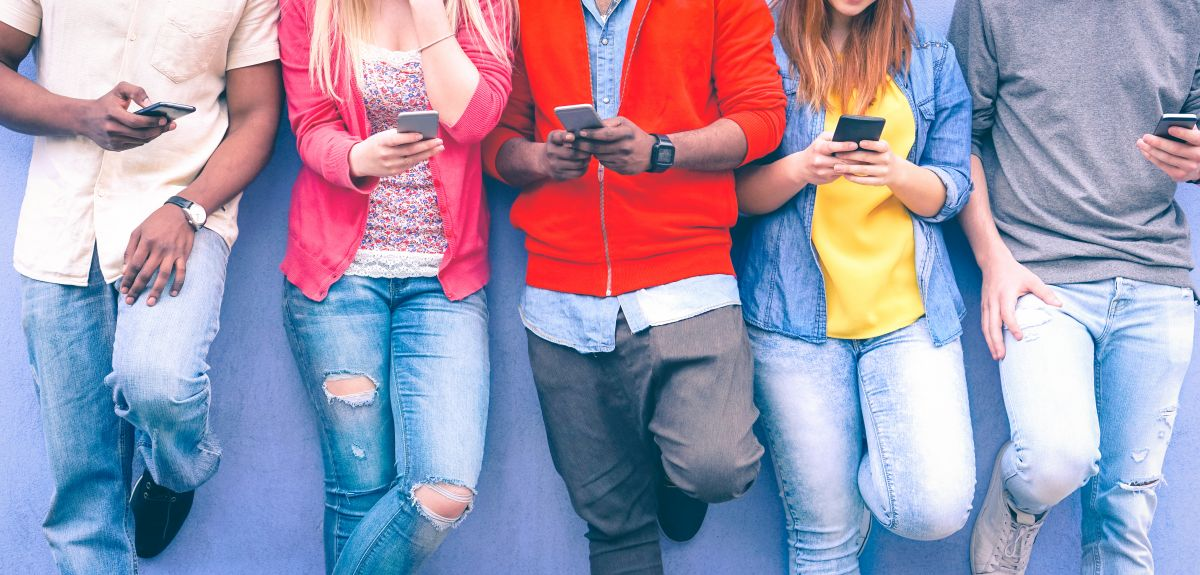 Study finds screen time – even before bed – has little impact on teen well-being