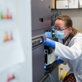 Photo | Researcher working on immunology in the lab